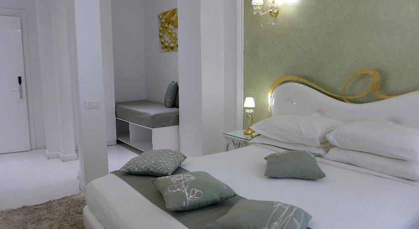 Athens Diamond Plus, Hotel, Voulis 24 & Mitropoleos Str., Athens, 10563, Greece