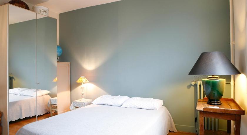 Two Bedroom Apartment - Commerce (Paris)