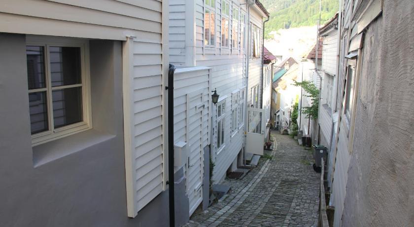 Henneby Apartments (Bergen)