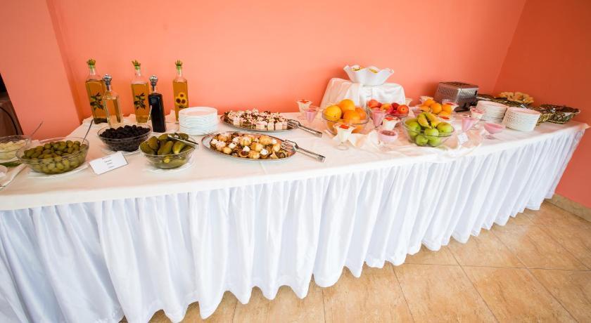 Bohemi Hotel, Food