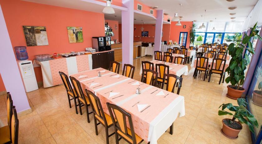Bohemi Hotel, Restaurant/places to eat
