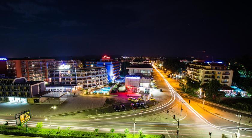 Bohemi Hotel, Night, Street view