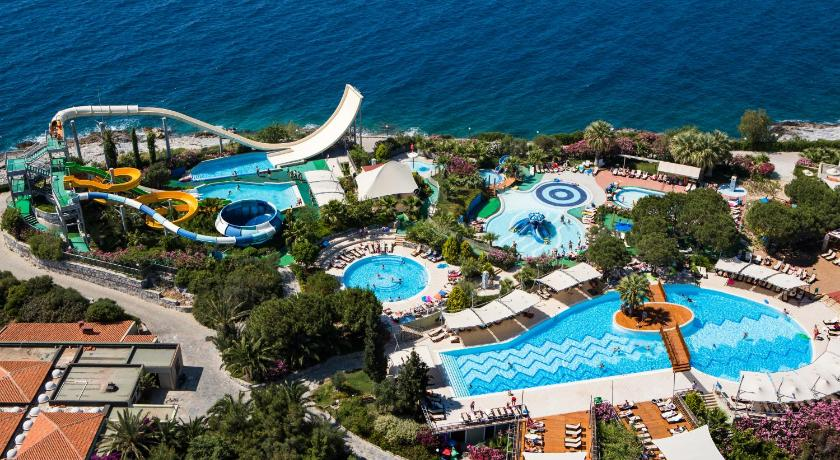 Pine Beach Resort Kusadasi