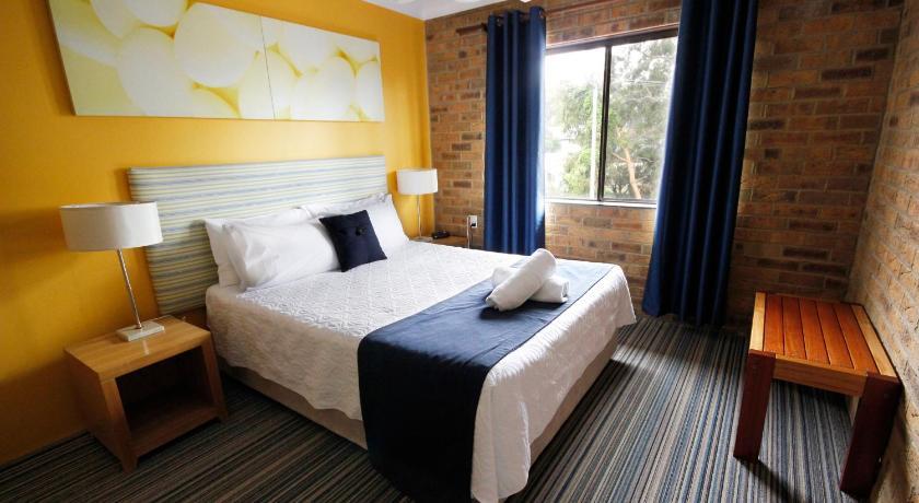 Hawks Nest Motel