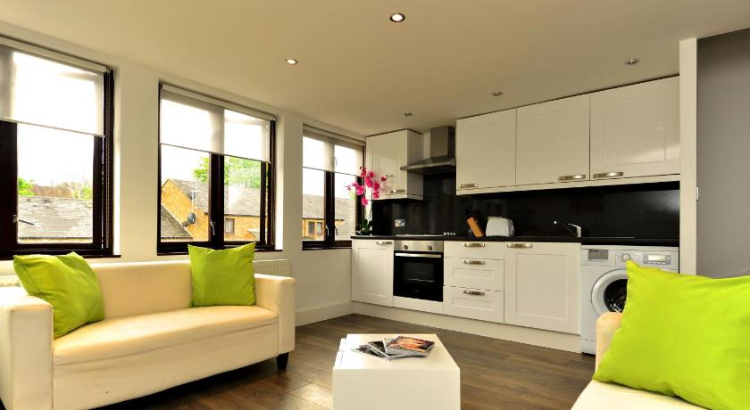 London Escorts Near W14 Apartments - Battersea Apartment