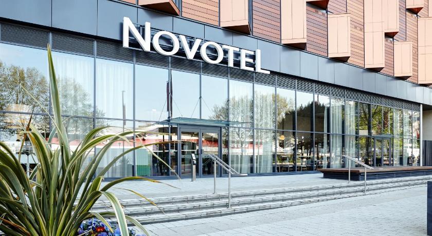 London Escorts Near Novotel London Wembley