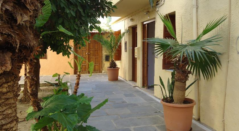 Lilys Apartments, Apartment, Bitsentzou Kornanou 24, Rethymno town, 74100, Greece