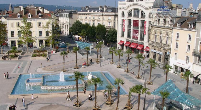 Vue de la place Clémenceau depuis l'hôtel