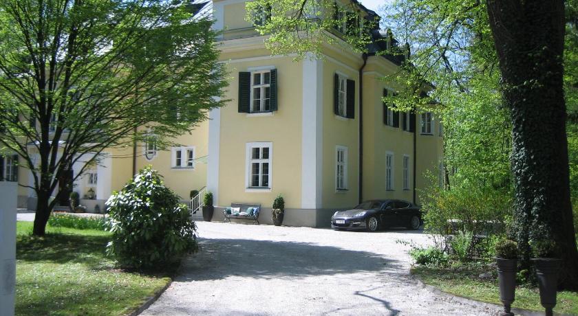 Villa Trapp (Salzburg)