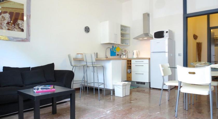 Temporary House - Via Oxilia (Mailand)