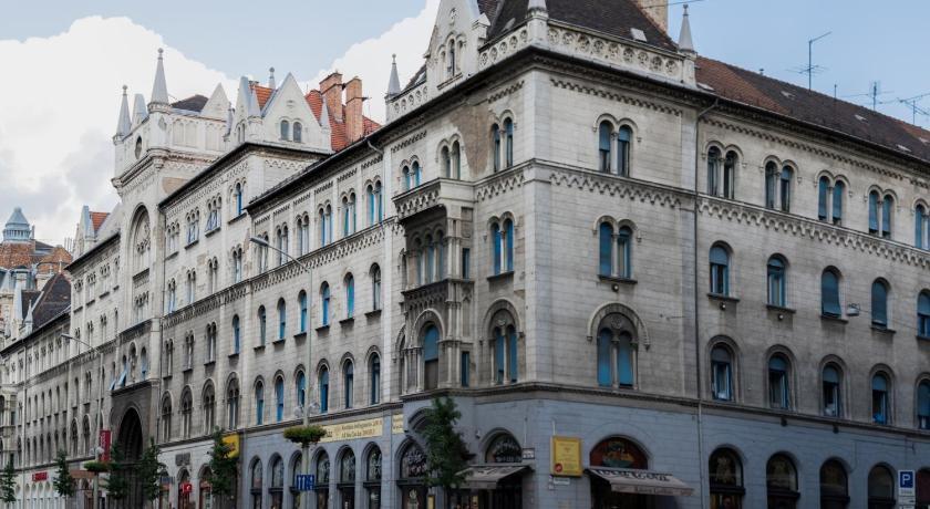 2nd Floor Apartment (Budapest)
