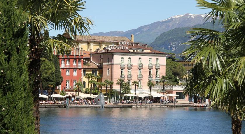 Bellavista hotel deluxe apartments riva del garda italy - Hotel giardino riva del garda ...