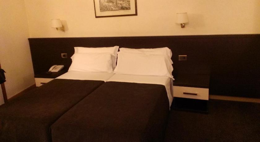 Hotel Tritone Rome in Rom