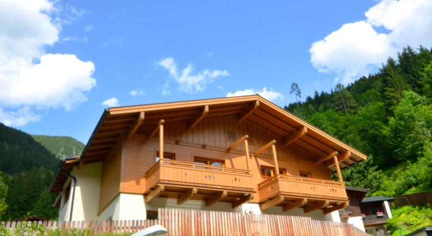 Chalet Pflaume by Alpen Apartments in Bad Gastein