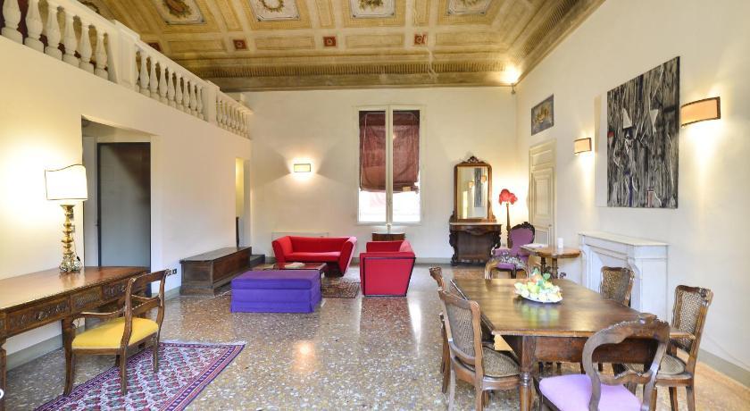 Palazzo Tanari Apartment (Bologna)