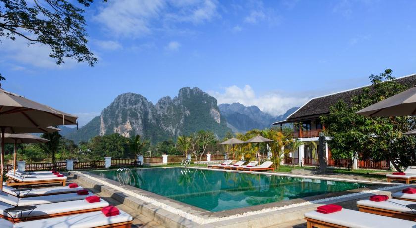 Resort riverside vang vieng laos for Domon river guesthouse vang vieng
