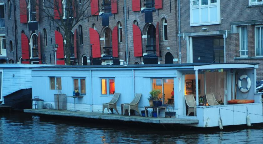 Pantheos Top Houseboat in Amsterdam