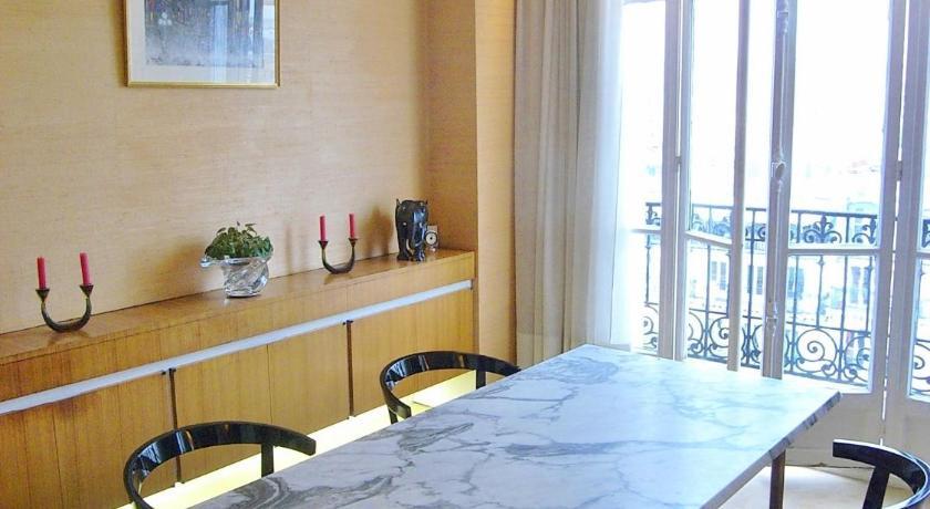 Two-Bedroom Apartment Marais District (Paris)