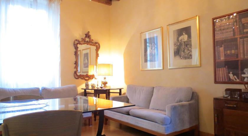 Temporary House Milan Navigli 2 (Mailand)