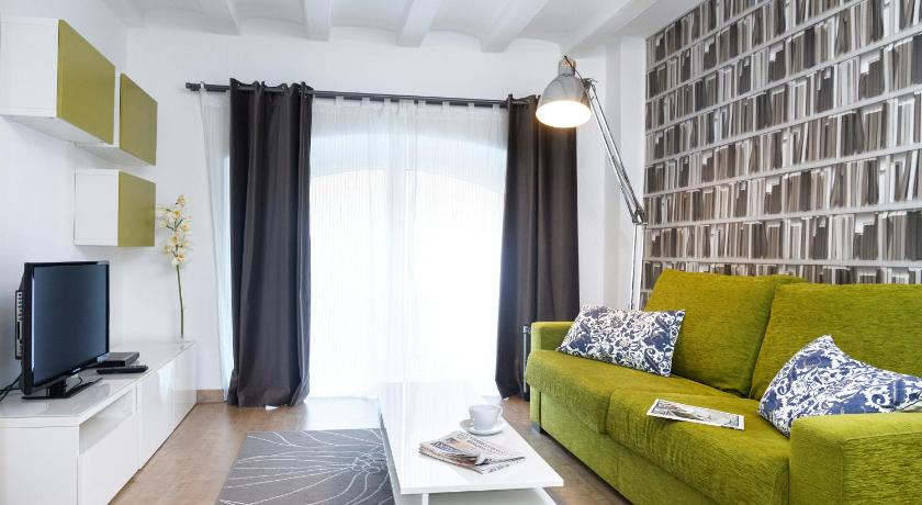 Feelathome Sagrada Familia Apartments (Barcelona)