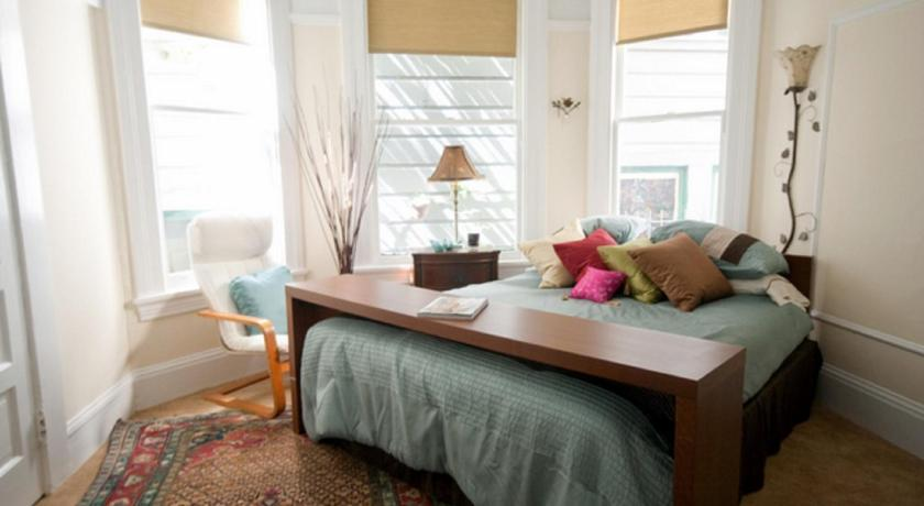 Victorian Alamo Square Two Bedroom Apartment Is A Self Catering Accommodation