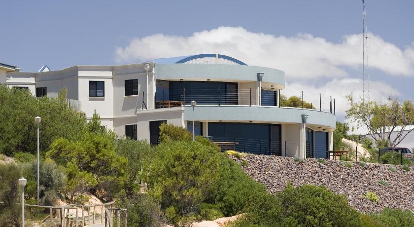 Cliff House Beachfront Villas
