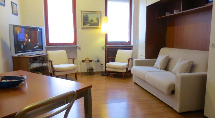 Temporary House Milan Navigli Studios (Mailand)