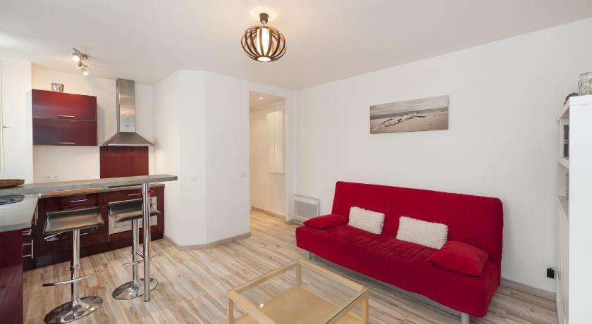 Pick a Flat - Champs Elysees / Niel apartment (Paris)
