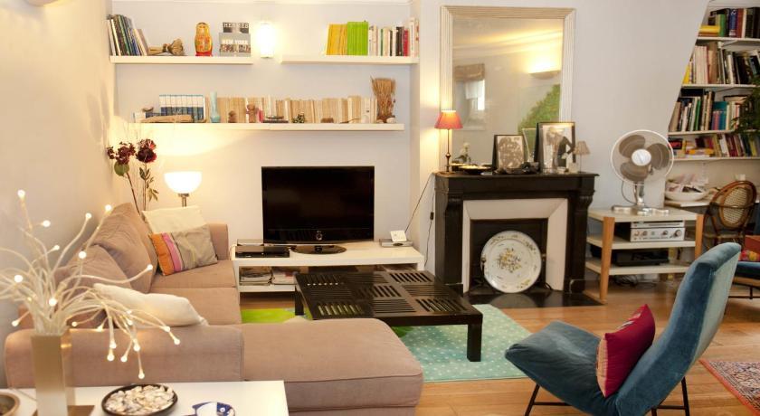 Chic Saint Germain Apartment (Paris)