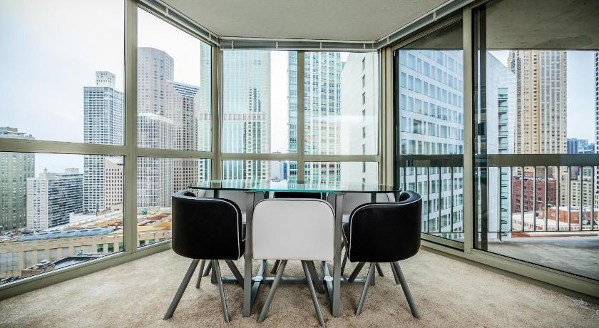 Michigan View Apartment (Chicago)