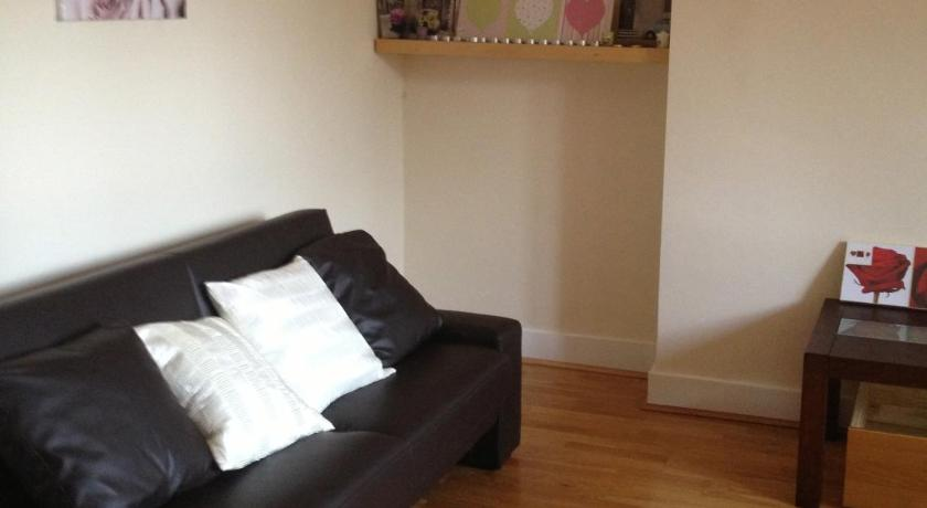 London Escorts Near Battersea Apartment 14d