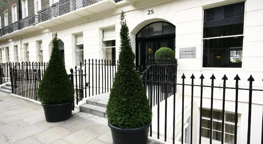 London Escorts Near Grange Beauchamp Hotel