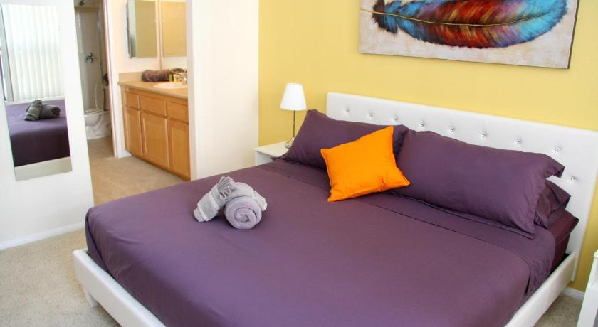 Downtown Resort Style Vacation Apartment, Unit 2L (Los Angeles)