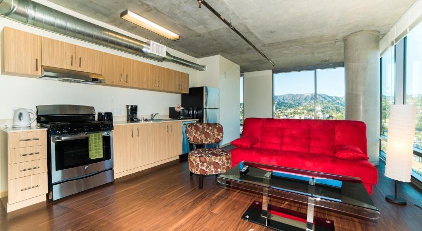 California Sky Apartment (Los Angeles)