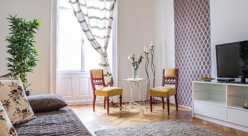 Danube Deluxe Apartment (Budapest)