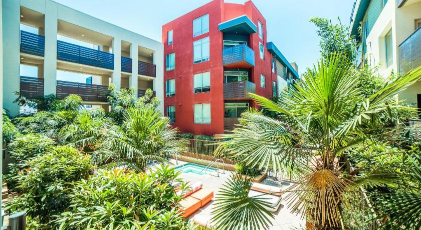 Easy Apartel (Los Angeles)