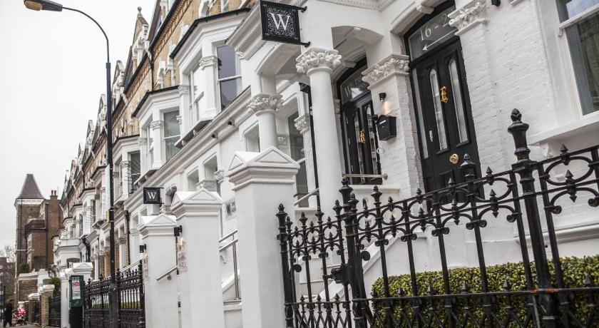 London Escorts Near The W14 Hotel