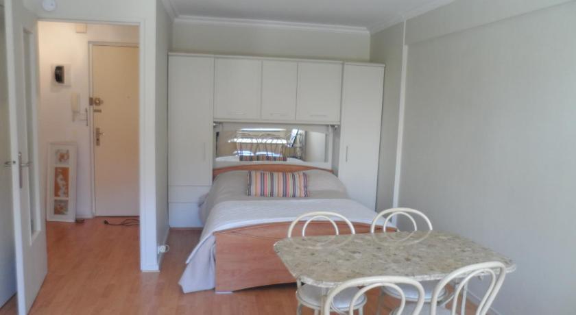 Home Rental - Rue Commandant Vidal (Cannes)