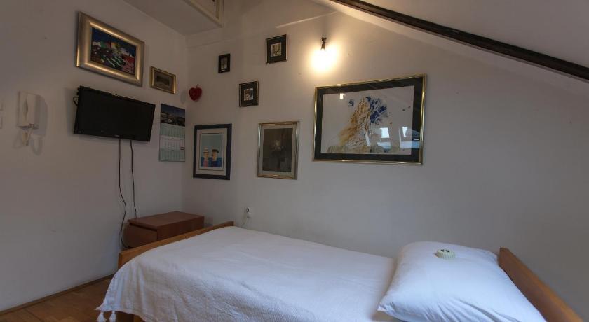 Modern Loft Studio (Split)