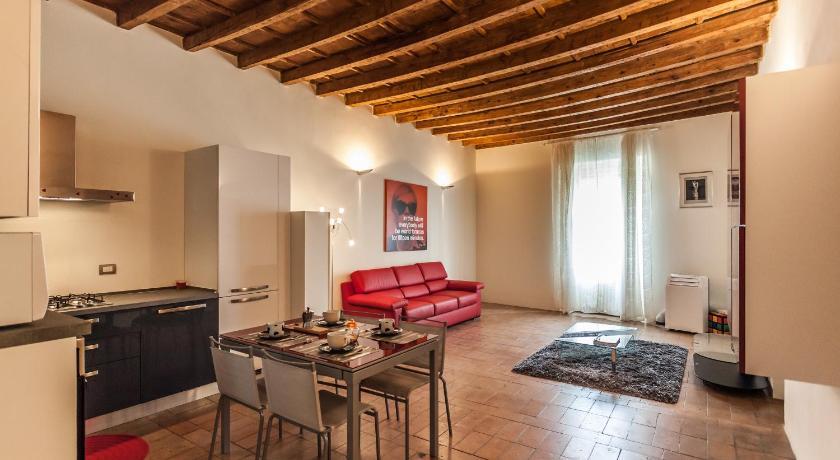Temporary House - Naviglio Sforza (Mailand)