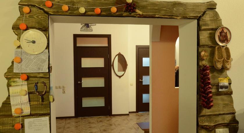 двери хостела