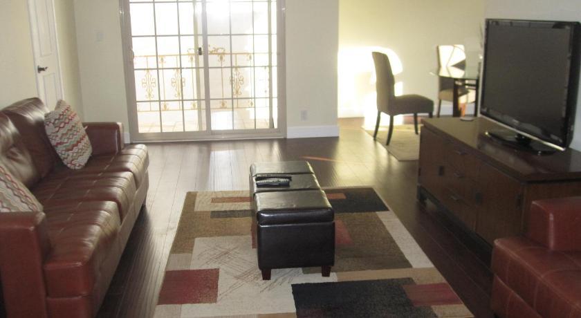 Best Location in Beverly Hills, 2-Bedroom Apart... (Los Angeles)