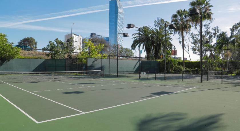 Downtown Resort Style Vacation Apartment, Unit 2P (Los Angeles)