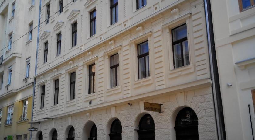 Phoenix Apartments (Budapest)