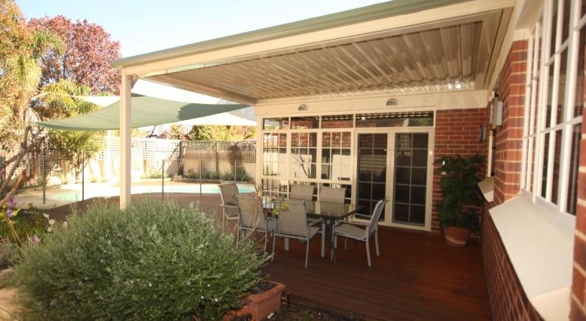 Vacation Home South Perth Oasis