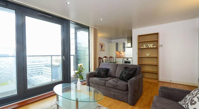 London Escorts Near Ivy Apartments - Canary Wharf