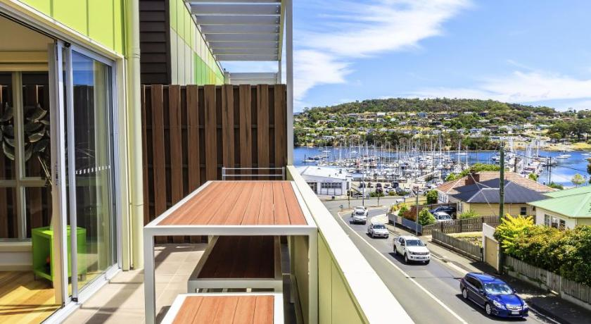 Bellerive Marina View Apartment