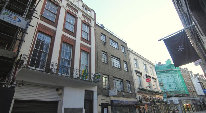 London Escorts Near Vintage Central London Apartment