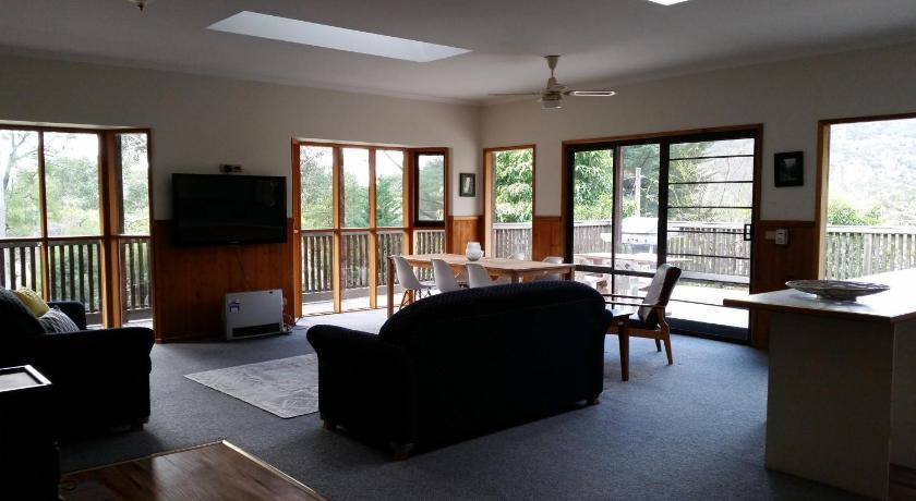 Hiview Holiday Home