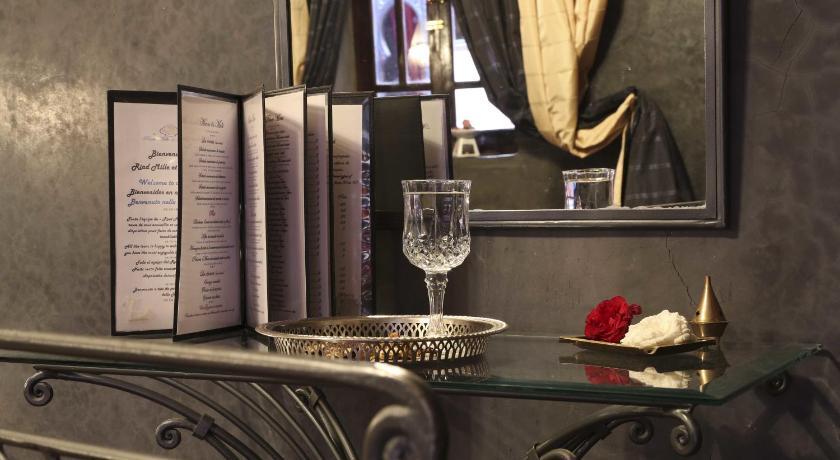http://r-ec.bstatic.com/images/hotel/840x460/533/53383783.jpg